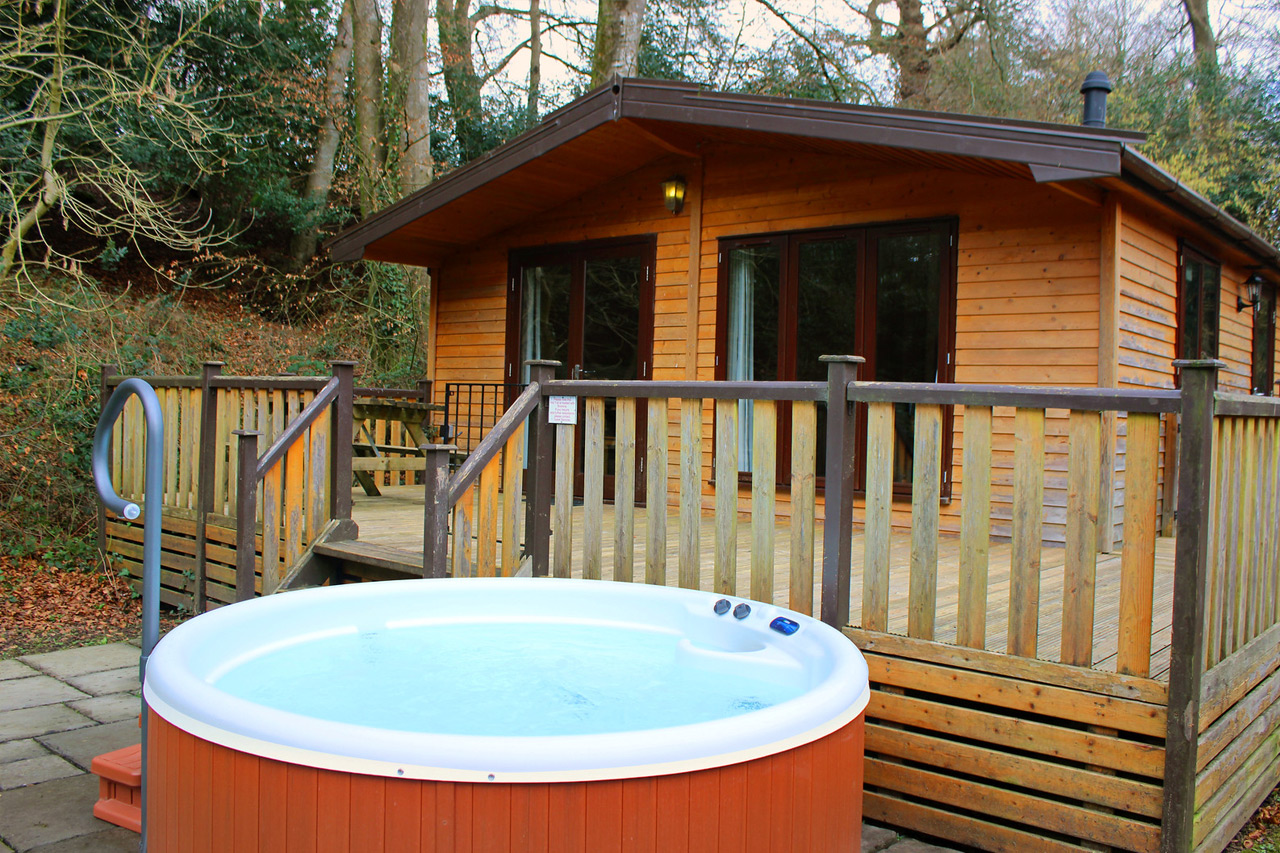 Luxury-lodge-hot-tub